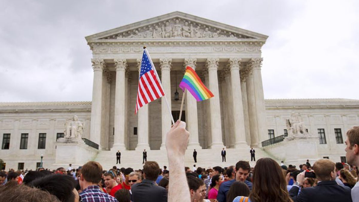 Supreme Court rules gay and lesbian people can sue for workplace bias under landmark civil rights law. (Source: AP Photo/Jacquelyn Martin, File)